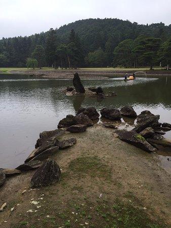 Motsu-ji Temple: 立石と州浜 毛越寺を象徴する風景