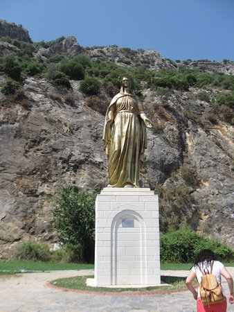 Meryemana (The Virgin Mary's House): памятник на подъезде