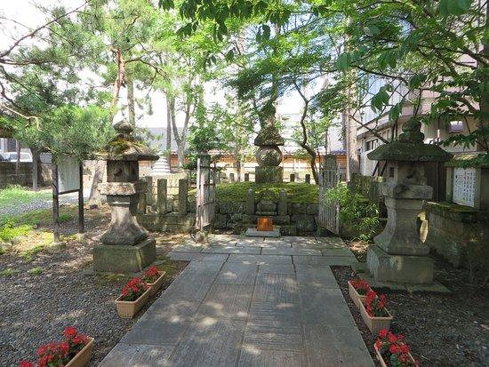 Grave of Gamo Jisato