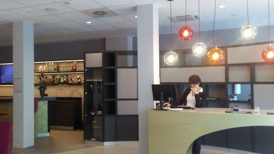 Mercure Hotel Berlin Zentrum: Front desk