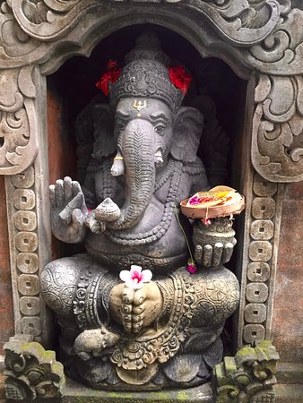 Hibiscus Cottages: Ganesha welcomes you.