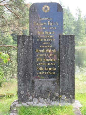 Petajavesi, Finland: Tomb stone