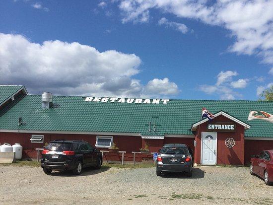 Broadleaf Guest Ranch: Find it behind other buildings..the hidden restaurant