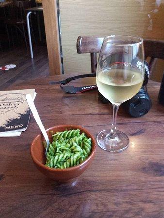 Entre Pedras : Un poquito de pasta con verduras para acompañar el Ribeiro.