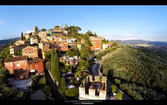 Buggiano Castello, Italien: Villa Sermolli from the air