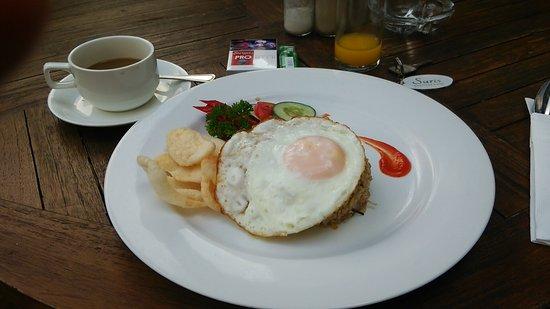 Suris Boutique Hotel : 朝食のナシゴレン