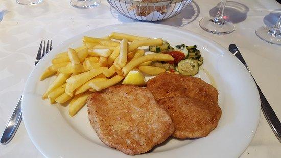Golfhotel Riederhof: Schnitzel Pommes Frites