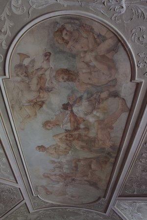 Valec Castle: Opravené interiéry zámku VAleč