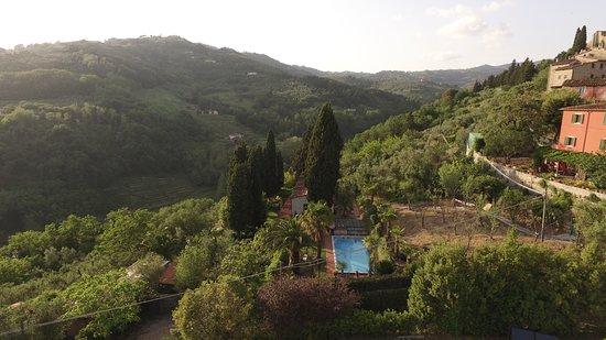 Buggiano Castello, Italien: pool 100m away from the Villa Sermolli