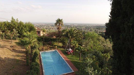 Buggiano Castello, Italien: pool 100m away from Villa Sermolli