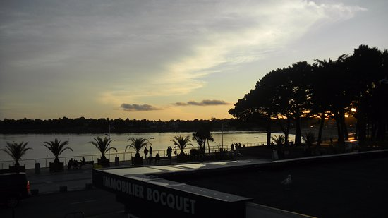 Pierre & Vacances Résidence La Corniche de la Plage : Vue également de la chambre avec le coucher de soleil