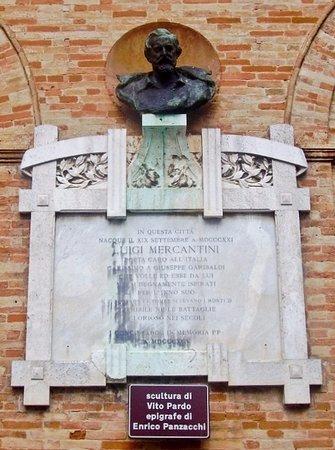 Monumento a ricordo del poeta e patriota Luigi Mercantini