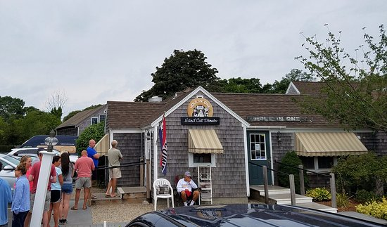 Hole In One Donut Shop : Line out the door at 7 a.m.
