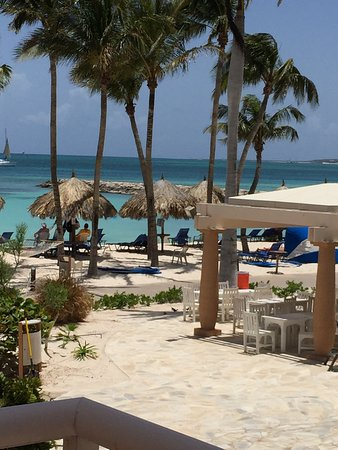 Divi Aruba Phoenix Beach Resort: View from our studio, Room 210.