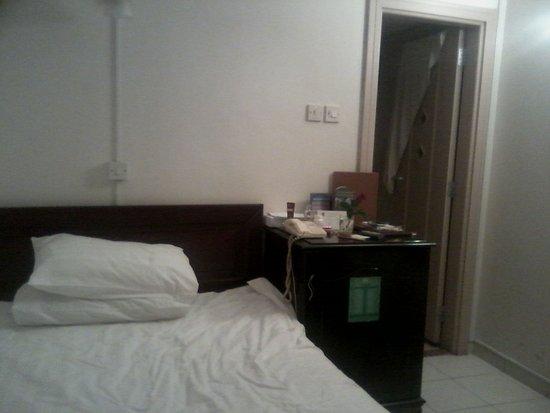 Al Sharq Hotel: Хороший одноместный номер для человека приехавшего отдохнуть и посмотреть город.