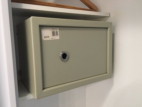 Ona Marina Arpon: The safe where you can keep your stuff. Where is the key? Mistry.