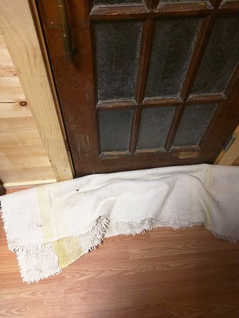 Richfield Springs, NY: Keeping bugs out of the room!