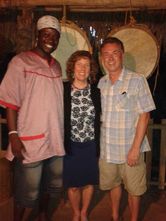 Punta Gorda, Belice: Ray, Cyndie & Dave in front of Garifuna drums