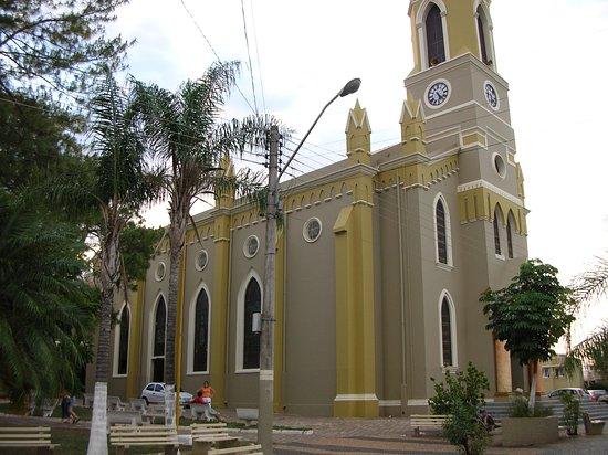 Urupes, SP: Igreja Matriz São Lourenço de Urupês