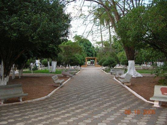 Urupes, SP: Praça Central de Urupês