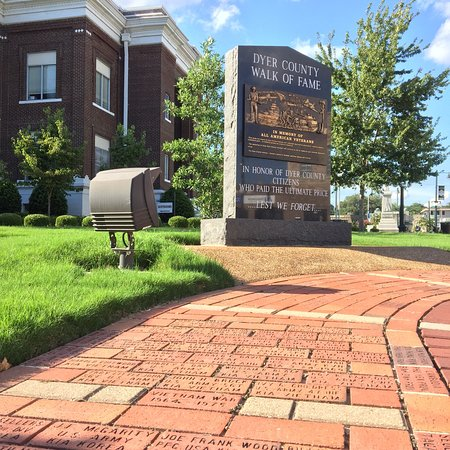 Dyersburg, TN: Dyer County Veterans' Walk of Fame