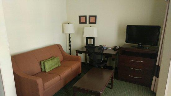 Comfort Inn & Suites: 0730161228_large.jpg