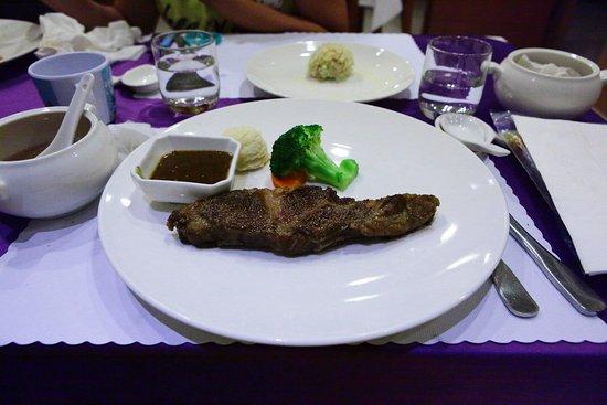 21 Holiday Resort: 晚餐:牛排(美味)