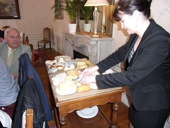 Dieue-sur-Meuse, France : Un plateau de fromage très varié.