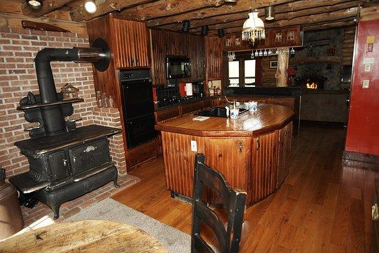 Florida, MA: Main Lodge country kitchen