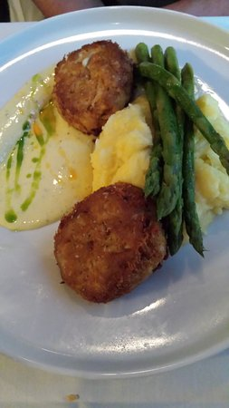 One Fish, Two Fish Restaurant: Crab Cakes Champagne beurre blanc