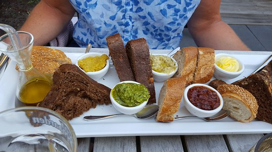 Heiloo, Paesi Bassi: Starter: a selection of bread with butter and dips