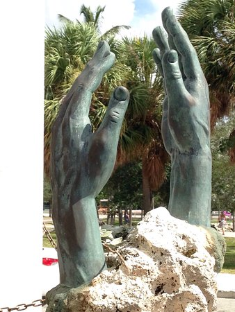 Bayfront Park : Homage to the memory of the unknown, unnamed Liberty seekers lost at sea since 1959