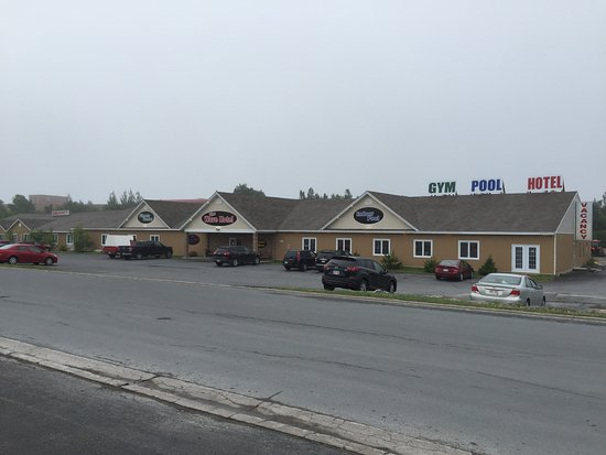 Clarenville, Canada: Front view of hotel