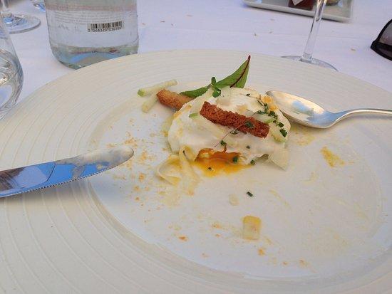Rouffiac-Tolosan, Prancis: Gema do ovo poché