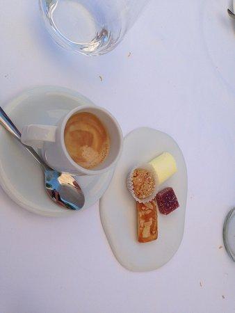 Rouffiac-Tolosan, Prancis: Café com petit fours