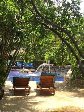 Mayan Princess Beach & Dive Resort: small nooks off the pool are private