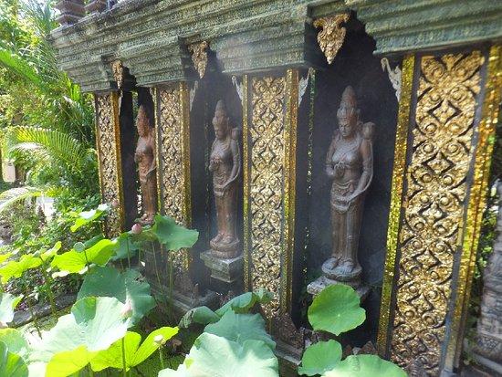 Lipa Noi, Thailand: dusit dhewa, at the entrance
