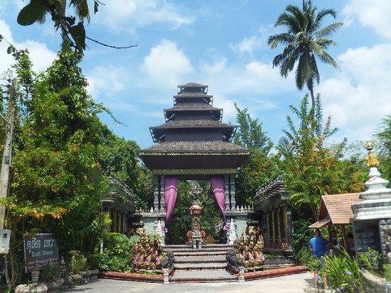 Lipa Noi, Thailand: dusit dhewa, the entrance