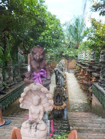 Lipa Noi, Thailand: dusit dhewa, behind the entrance