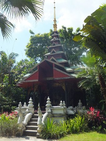 Lipa Noi, Thailand: dusit dhewa, one of the pagodes