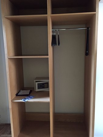 Clarion Collection Hotel Valdemars: Open shelf as wardrobe