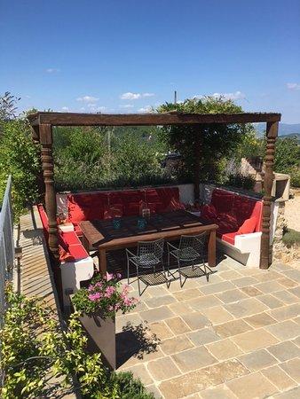 Monte Santa Maria Tiberina, İtalya: Outside dining