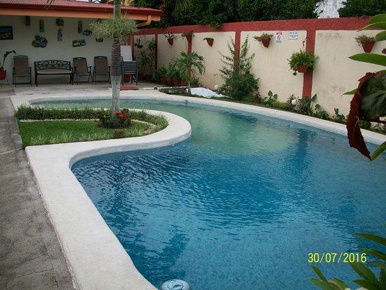 Berlor Airport Inn: swimming pool