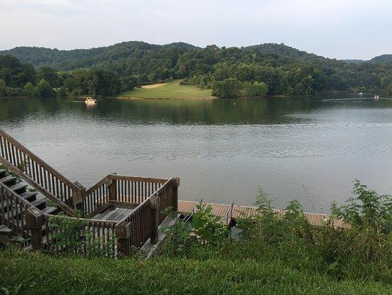 Roanoke, Virginia Occidental: restaurant dock at lake. you drive to marina two min away
