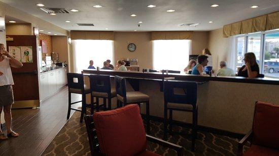 Comfort Suites Oceanview Amelia Island: dining area