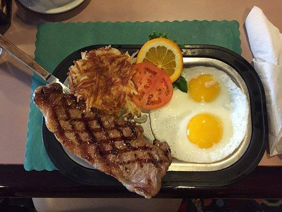 Bentley's Falls Church Diner: Strip n Eggs