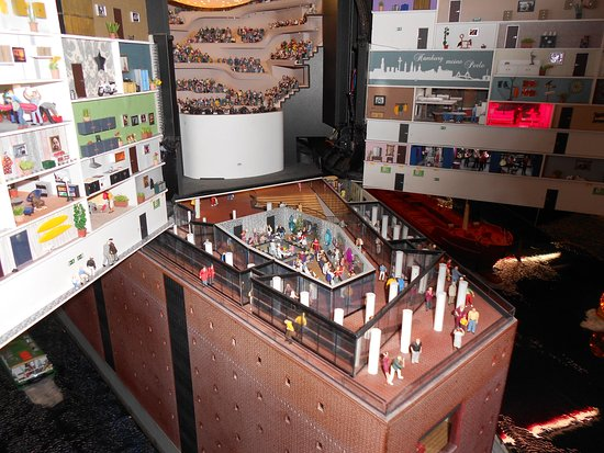 elbphilharmonie fenster beschichtet gegen sonneneinfall bild von elbphilharmonie hamburg. Black Bedroom Furniture Sets. Home Design Ideas