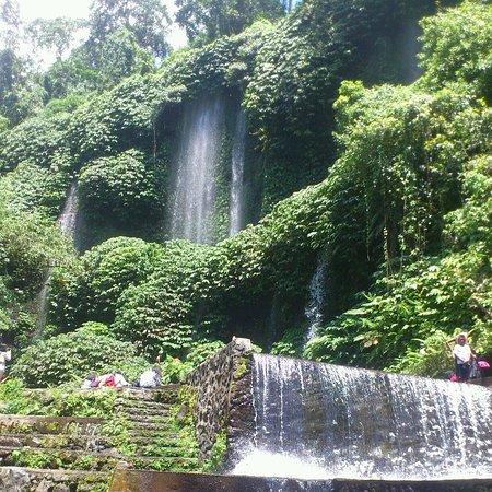 Aditongkol Tour Guide: Benang Kelambu Waterfall