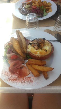 La Piazza: Déjeuner avec ma fille dans ce restaurant que des amis nous avaient recommandés 😊tres bon servi