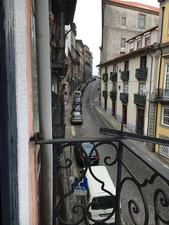 Historical Porto Studios by Porto City Hosts: Our stay was quite pleasant. The location is great. Although when we arrive the room the cleanin